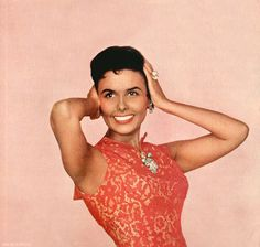 Lena Horne Hollywood Music, Old Hollywood Glam, Vintage Black Glamour, Vintage Beauty, Beautiful Black Girl, Most Beautiful Women, Classic Beauty, Timeless Beauty, Lena Horne