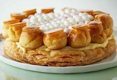 El Saint Honoré es un postre clásico de la pastelería francesa. Su nombre se lo debe a San Honorato quien fue obispo de Amiens en el siglo VI, y es el actual patrón de los panaderos y pasteleros. ¿Te animas a elaborarlo? Aquí está la receta: http://elgour.me/1UF7bcd #elgourmet #TuCanalDeCocina #Recetas #Dulces