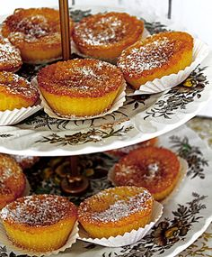 "Queijadas de leite e canela"" Portuguese Sweet Bread, Portuguese Desserts, Portuguese Recipes, Portuguese Food, Sweet Recipes, Cake Recipes, Dessert Recipes, Köstliche Desserts, Delicious Desserts"