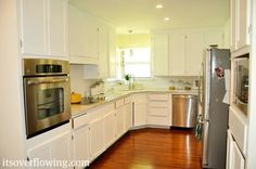 Easy Guide to Painting Kitchen Cabinets.  Love how she gives all the details of how to make it easier.
