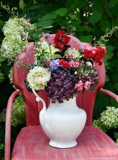 Garden bouquet in ironstone pitcher   ©homeiswheretheboatis.net #garden #flowers #hydrangeas Endless Summer Hydrangea, Limelight Hydrangea, Ball Jars, Flower Centerpieces, Shades Of Purple, Purple Flowers, Flower Power, Floral Arrangements, Hydrangeas