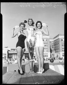 Miss Bay Beach Beauty Contest, 1954 :: Los Angeles Examiner Collection, 1920-1961