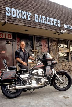 An older pic of Sonny Barger in front of his Oakland Bike shop. Actually a very nice guy. Biker Clubs, Motorcycle Clubs, Motorcycle Style, Motorcycle Outfit, Harley Davidson Dyna, Harley Davidson Motorcycles, Harley Dyna, Harley Bikes, Sonny Barger