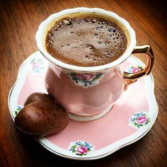 How to Make and Serve Turkish Coffee Good Morning Coffee, Coffee Break, Coffee Dessert, Coffee Drinks, Iced Coffee, Coffee Cafe, Espresso Coffee, Mini Desserts, Turkish Coffee Cups