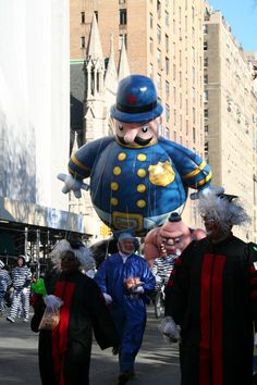 Macy's Parade New York Pictures, Modern Pictures, Cool Pictures, Clowns Band, Albuquerque Balloon Festival, Macys Thanksgiving Parade, Parade Floats, Felix The Cats, Autumn