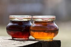 Homemade Maple Syrup Recipe - 4 ingredients only, ready in 10 minutes. Homemade Maple Syrup, Maple Syrup Recipes, Vegan Coffee Creamer, Bad Carbohydrates, Balsamic Dressing, Pure Maple Syrup, Greens Recipe, Natural Sugar, Canning Jars