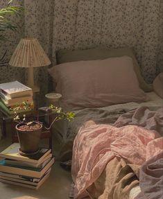 🍓 𝐕 𝐚 𝐧 𝐞 𝐬 𝐬 𝐚 𝐋 𝐢 𝐦 𝐚🌹님이 발견한 이미지입니다. We Heart It에서 회원님의 이미지와 동영상을 발견(및 저장)해 보세요. Room Ideas Bedroom, Bedroom Inspo, Bedroom Decor, Cozy Bedroom, Decoration Inspiration, Room Inspiration, Decor Ideas, Dream Rooms, Dream Bedroom
