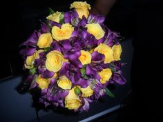 Buquê em amarelo e lilás|roxo 50th Birthday, Wedding Bouquets, Floral Wreath, Wreaths, Creative, Flowers, 30, Sisters, Purple Wedding Decorations