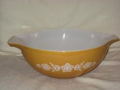 Vintage Pyrex Butterfly Gold 4 Qt Cinderella Mixing Bowl 404 *** Check this awesome product by going to the link at the image.