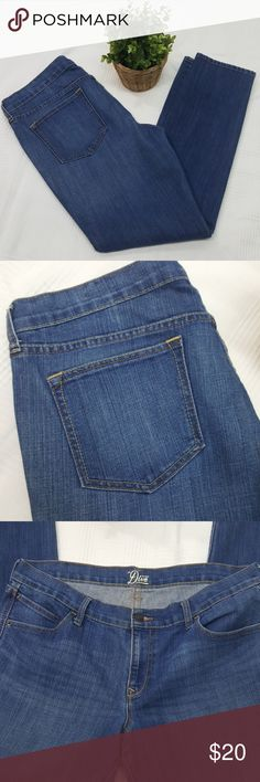 """Old Navy the Diva Skinny Jeans 16 the Diva skinny jeans in excellent used condition. Medium wash, size 16 regular. 38"""" waist, 10"""" rise, 30"""" inseam. All measurements are approximate. Old Navy Jeans Skinny"""