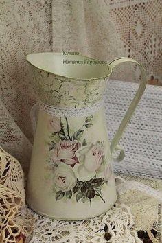 Napkin Decoupage, Decoupage Box, Decoupage Vintage, Decoration Shabby, Shabby Chic Decor, Painted Milk Cans, Shabby Apple, White Vases, Vintage Images