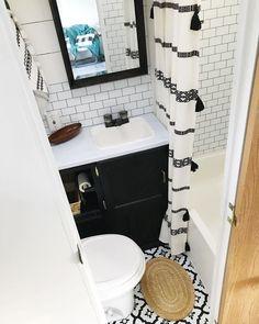 21 Idea for Simple Camper Makeover - Outdoordecorsm Camper Bathroom, Kombi Home, Travel Trailer Remodel, Travel Trailers, Rv Homes, D House, Tiny House, Farm House, Camper Makeover