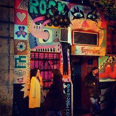 Tupperware bar, A bar in the trendy area called Malasaña! Madrid Nightlife, Graffiti, Dream Home Design, House Design, V Magazine, Night Life, In This Moment, Urban, Tupperware