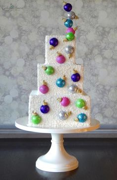 This Bauble cake was created for American Cake Decorating Magazine's Nov/Dec issue. I've since recreated the cake shown here and did a mini tutorial for it. I hope you will find it useful. xx