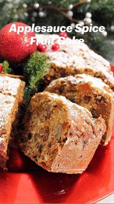 Christmas Desserts, Christmas Baking, Christmas Cakes, Christmas Decorations, Applesauce Spice Cake, Tapas, Cake Recipes, Dessert Recipes, Dessert Tray