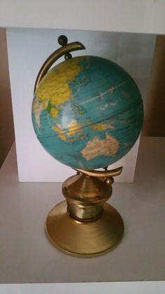 Joli petit globe sur socle avec thermomètre