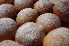 Gogosi berlineze -- bucataras.ro Romanian Desserts, Russian Desserts, Chef Recipes, Cooking Recipes, Food Cakes, Cake Cookies, Gem, Bakery, Deserts