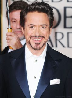 RDJ with blue eyes. This freaks me out for some reason. It didn't in Tropic Thunder but with the dark hair, he looks odd Rober Downey Jr, Robert Downey, Marvel Tony Stark, Iron Man Tony Stark, Tony Stank, I Robert, Zendaya Coleman, Man Thing Marvel, Marvel Jokes