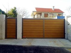 Cancelas con marco de Aluminio Soldado Rafonca RAFONCA Fence Wall Design, Grill Gate Design, Front Gate Design, Steel Gate Design, House Gate Design, Main Gate Design, Door Gate Design, Wooden Door Design, Gate House