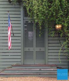 Bill Ingram Architect lake house porch entrance, links to some gorgeous spaces. Bill Ingram, Fresco, Farmhouse Front, Farmhouse Ideas, House With Porch, Exterior Paint Colors, Architect Design, Architecture Details, House Colors