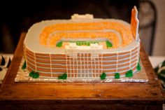 IMG_4080 Grooms Cake Tables, University Of Tennessee, Cake University, Cake Table Decorations, Pretty Wedding Cakes, Sport Cakes, Sculpted Cakes, Orange Wedding, Diy Cake