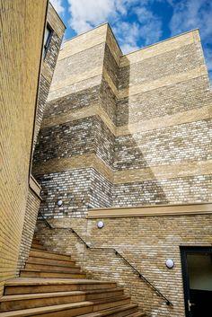 Appartementen en zorgvoorzieningen de Brede HOED Brick Images, Brick Architecture, Brick Facade, Entrance, Louvre, Facades, Building, Homecoming, Travel