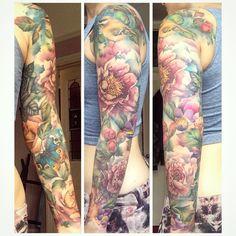 "383 Likes, 32 Comments - Hannah Powling (@hannahpowling) on Instagram: ""Full glory 🙌🌸 @liannemoule #floraltattoo #floralsleeve #realismtattoo #watercolourtattoo…"""
