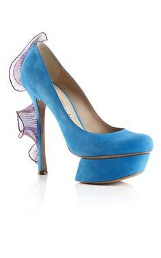 Comprar Zapato de salón de plataforma con volante azul eléctrico y violeta Nicholas Kirkwood en Moda Operandi