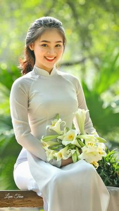 Photo Sexy Girl shoot model photo - The hot girl beautifully fascinated - Ao Dai, Vietnamese Traditional Dress, Vietnamese Dress, Traditional Fashion, Traditional Dresses, Blonde Model, Beautiful Asian Women, Sexy Asian Girls, Asian Fashion