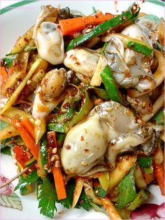 굴무침 Gulmuchim (Spicy oyster salad)   https://www.facebook.com/alivemuseum2009