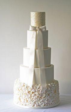 Featured Cake: The Abigail Bloom Cake Company www.theabigailbloomcakecompany.com/; Wedding cake idea.