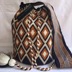 Crotchet Bags, Knitted Bags, Tapestry Bag, Tapestry Crochet, Mochila Crochet, Boho Bags, Crochet Purses, Pretty Patterns, Knit Or Crochet