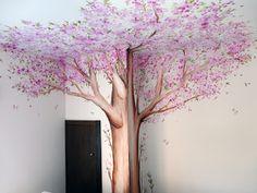 Los murales son una forma original de decorar habitaciones infantiles, y los árboles pintados aportan mucha vida, calidez y alegría a las paredes.      Al ser murales pintados de forma totalmente artística, el tamaño se adapta a cada espacio, así como los colores, que van al gusto de cada cliente, o combinados con el resto de la decoración... Es decir, que son totalmente personalizados, y no hay dos iguales!!!     Además, se pueden pintar sobre cualquier color, y siempre quedan preciosos…