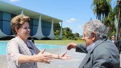 A presidente Dilma Rousseff com o presidente do Uruguai, José Mujica, em encontro em abril de 2012, no Palácio da Alvorada (Foto: Roberto Stuckert Filho / Presidência)