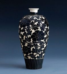 [An outstanding rare Cizhou sgraffiato Vase (Meiping) Northern Song Dynasty] Pottery Vase, Ceramic Pottery, Ceramic Art, Sgraffito, Decoration, Art Decor, China Art, Chinese Ceramics, White Clay