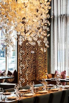 Get the best lighting and furniture inspiration for your restaurant project! Look for more at luxxu.net