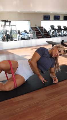GLUTE TRAINING 🍑 Glute workout for women gym. I hope these tips help you get the most of your training. Find step by step workout from Stephanie Sanzo Step Workout, Butt Workout, Gym Workouts, Fitness Motivation, Fitness Goals, Fitness Tips, Fitness Products, Body Fitness, Health Fitness