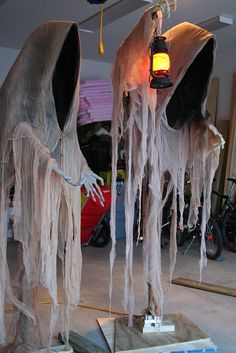 Cloaked Ghosts 1 & 2 | Cloaked Ghosts 1 & 2 Cloaked Ghosts 1… | Grim Graham | Flickr Disfarces Halloween, Adornos Halloween, Halloween Haunted Houses, Outdoor Halloween, Halloween Buckets, Cheap Halloween Decorations, Scary Decorations, Party Decoration, Halloween Party Decor