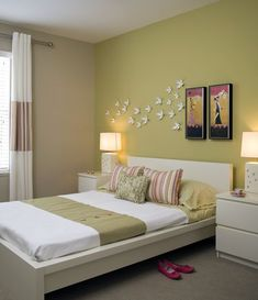 Contemporary bedroom with a green accent wall, a broadloom carpet, horizontal band drapery and a malm bedside table. Bedroom Wall Designs, Bedroom Wall Colors, Room Design Bedroom, Bedroom Furniture Design, Wardrobe Design Bedroom, Home Room Design, Home Decor Furniture, Girls Bedroom, Home Interior Design