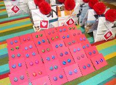 Pendientes de fimo hechos a mano por Vikissue http://nosoloilustracion.wordpress.com/2012/10/30/una-boda-muy-muy-de-todo-ramon-y-bea/