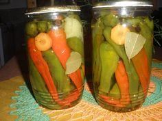 NAKLÁDANÉ KOZÍ ROHY Rohy si povařím ve slané vodě,tak 2 minutky a naskládám do sklenic.Přidám kolečka mrkve,1nové koření,3 celé pepře.bobkový list,lžičku oleje a špetku hořčičného semínka. Zaliju nálevem..... 3/4 L vody, 1/4 L octa, 60g cukru,30g soli, 10 tabletek umělého sladidla - svaříme Jako příloha k masu - výborný