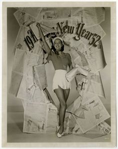 1951-Fun-Cheesecake-Pin-Up-Cyd-Charisse-Rings-In-The-New-Year-Vintage-Photograph