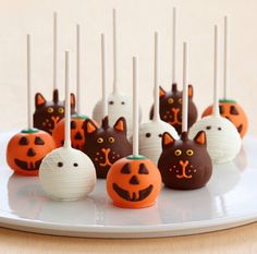 25 DIY Halloween Ideas for Kids - Halloween cupcakes Halloween Cake Pops, Halloween Desserts, Diy Halloween, Comida De Halloween Ideas, Halloween Mignon, Halloween Torte, Dulces Halloween, Postres Halloween, Halloween Cookie Recipes