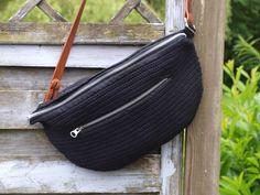 HÆKLET BUMBAG Yarn Bag, Diy Crochet, Crochet Bags, Diy Tutorial, Diy And Crafts, Purses, Knitting, Pattern, Inspiration