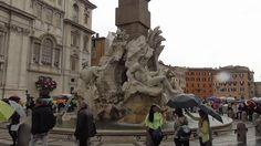 Piazza Navona położony jest w miejscu dawnego stadionu Dioklecjana, a dokładnie na jego ruinach. Plac dokładnie powtarza wymiary starożytnego stadionu z 86 roku naszej ery. Rozmiar Placu to 54,0 m × 276,0 m