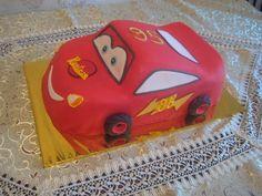 Гоночный автомобиль NASCAR по имени Молния Маккуин, не оставит ровнодушным Вашего ребенка. Заказать такой торт можно на сайте Tortim.ru
