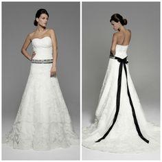 Las #bodas en blanco y negro resultan elegantes y atractivas. Nuestras #novias @innovias nos lo han demostrado. Es es el #vestido de novia #Amira con un precioso fajin #joya con lazo #negro.