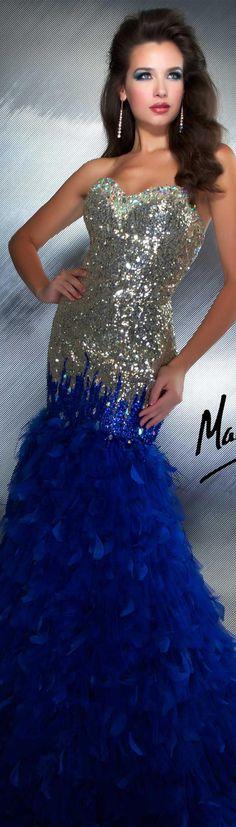Vestido De Pedreria Plateada Y Plumas Azules
