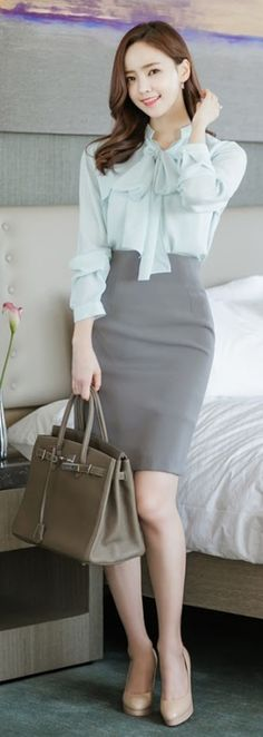 Nice 89 Professional Work Outfits for Women Ideas from https://www.fashionetter.com/2017/07/12/89-professional-work-outfits-women-ideas/