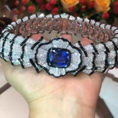 Magnificent piece of jewelry 💙💙💙💙💙 Cute Jewelry, Modern Jewelry, Bling Jewelry, Gemstone Jewelry, Jewelery, Hippie Jewelry, Pearl Jewelry, Jewelry Box, Bulgari Jewelry